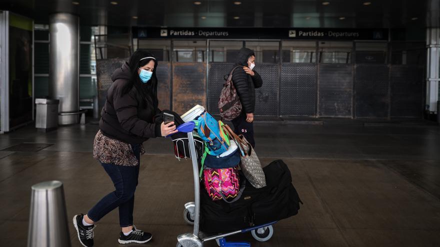 Argentina genera malestar al endurecer las restricciones a la llegada de vuelos