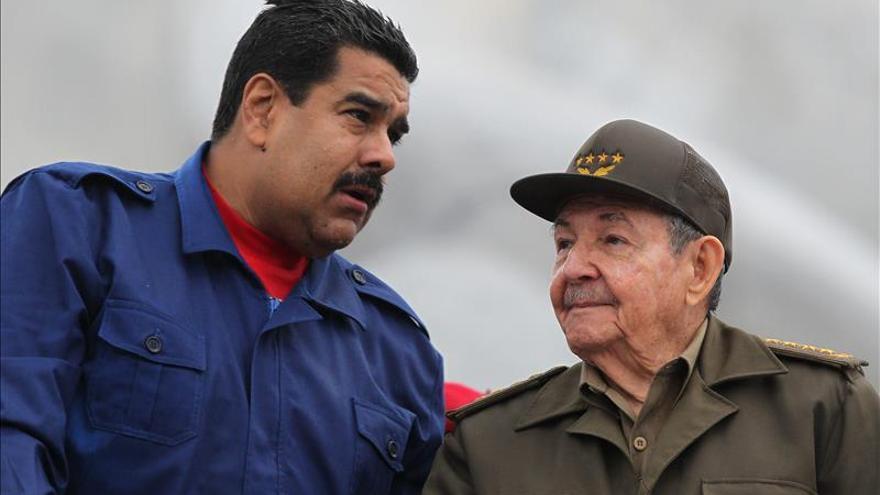 Raúl Castro envía un mensaje de apoyo a Maduro