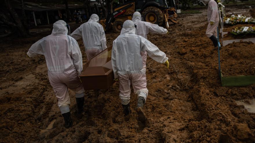 Brasil roza las 250.000 muertes tras casi un año de pandemia