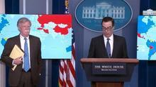 """El asesor de seguridad de Trump da una rueda de prensa sobre Venezuela con una libreta que dice """"5.000 tropas a Colombia"""""""