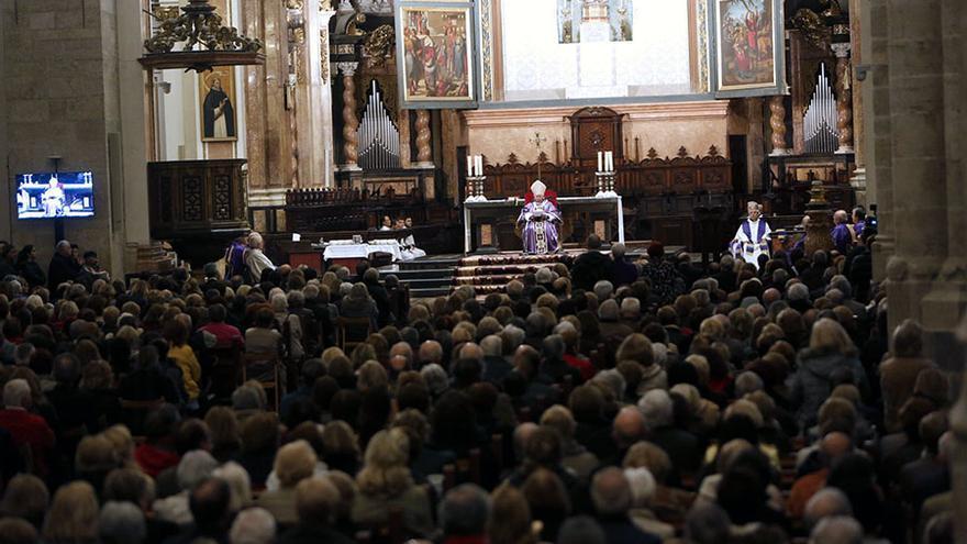 El cardenal Antonio Cañizares presidió la misa en honor a Rita Barberá en la Catedral de Valencia