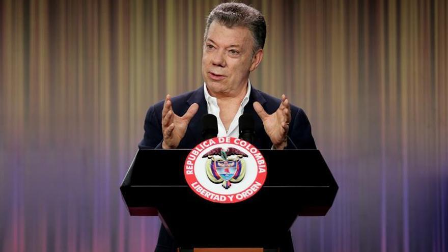 Santos dice que Colombia es un país más seguro y en paz gracias a la Policía