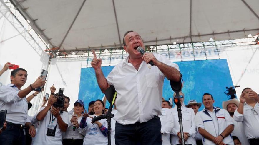 Imagen de archivo del presidente electo de Guatemala, Alejandro Giammattei, EFE/Esteban Biba/Archivo