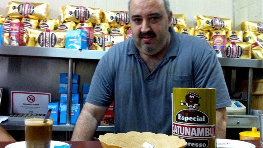 Antonio Díaz Orcero, propietario del Bar Prim, en Cádiz.