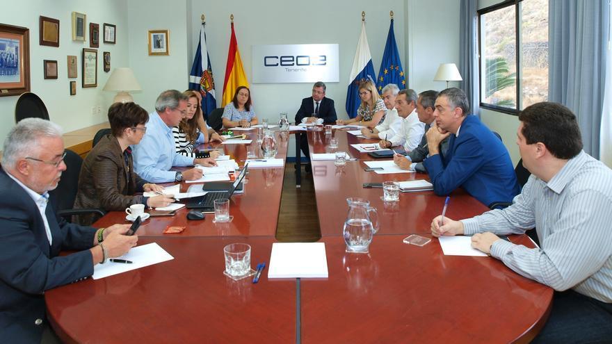 Reunión de la comisión interna de comercio en CEOE-Tenerife