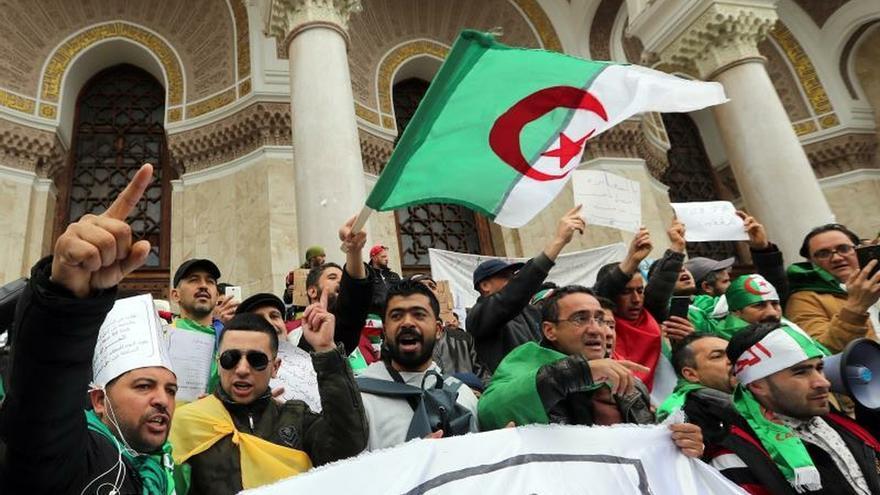 Quinto viernes de protesta masiva en Argelia contra la corrupción del régimen