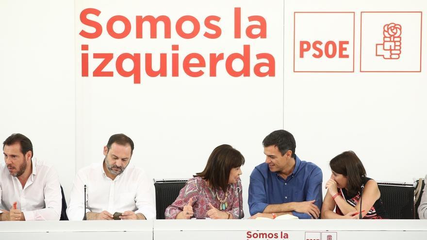 Pedro Sánchez, a la espera de que Rajoy le convoque en Moncloa para hablar de cuestiones de Estado