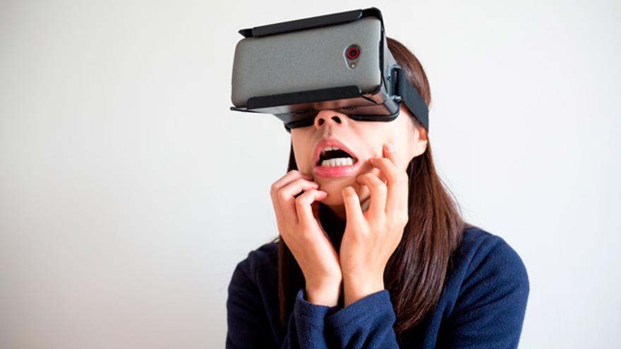 Algunos hospitales españoles han comenzado a proporcional gafas de realidad virtual a sus pacientes para que estos puedan abstraerse del dolor y la angustia que les provocan determinados tratamientos.