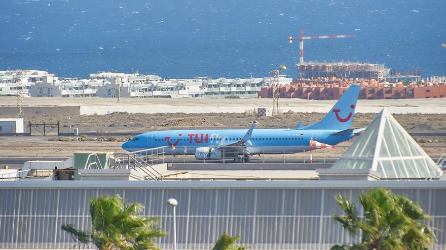Canarias exige actuar ante las aerolíneas que piden marcar si se es residente canario al inicio de la compra de un billete