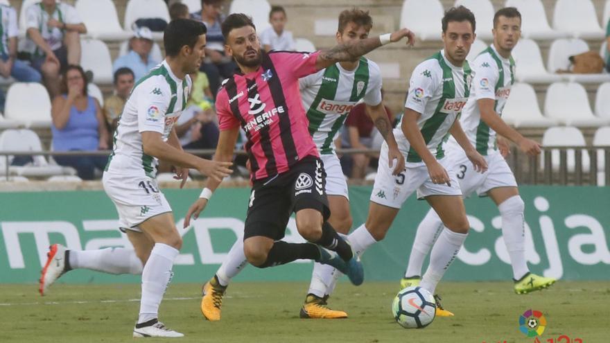 Partido entre el Córdoba y el CD Tenerife disputado en el estadio El Arcángel.