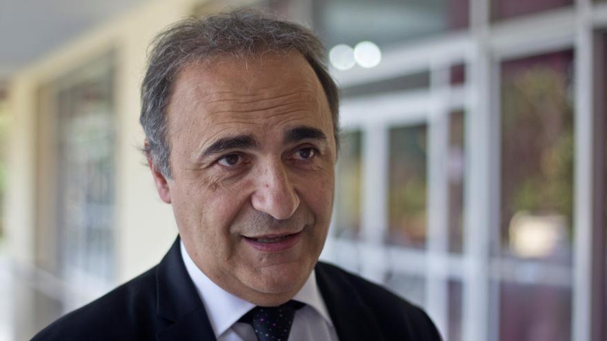 """El senador argentino que defiende a Giuseppe Conte: """"Es la única solución"""""""