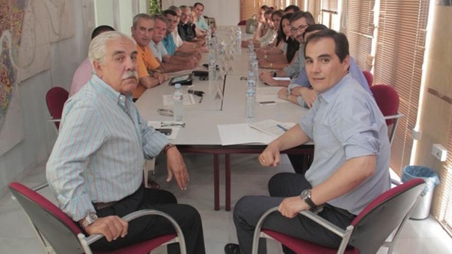 Imagen de una reunión del Gobierno local con el Consejo Social