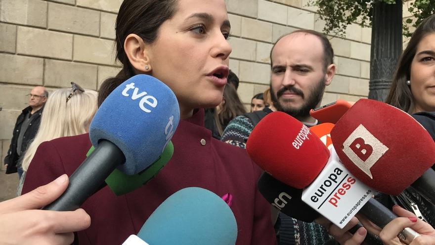 Arrimadas aborda en una reunión con Jané los ataques a la sede de C's en L'Hospitalet