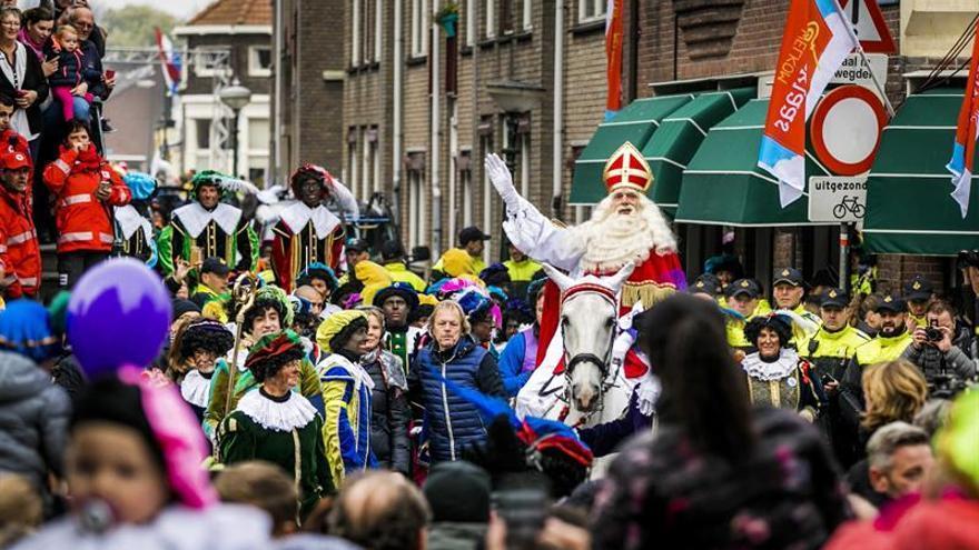 Unos 200 detenidos en Holanda por protestas contra paje negro de San Nicolás