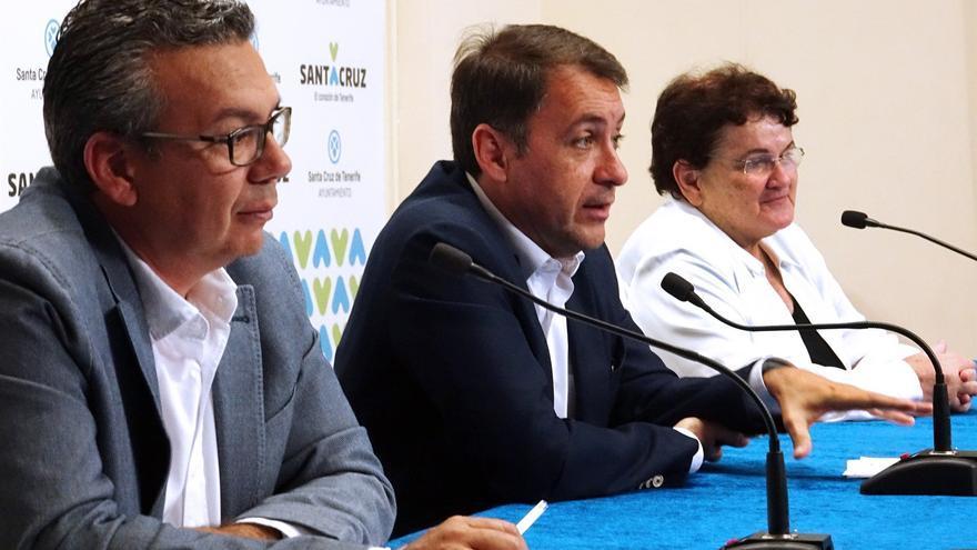 Dámaso Arteaga, concejal de Servicios Públicos; el alcalde Bermúdez, y la responsable de la entidad que gestiona la Recova, Estefanía Hernández