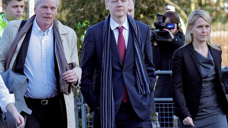 Assange cede la dirección de WikiLeaks a un antiguo portavoz por su aislamiento
