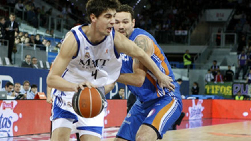 El Real Madrid de baloncesto gana al Menorca
