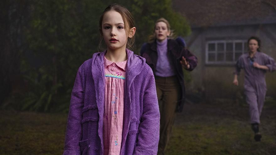 Amelie Bea Smith, Victoria Pedretti y Amelia Eve en 'La maldición de Bly Manor'