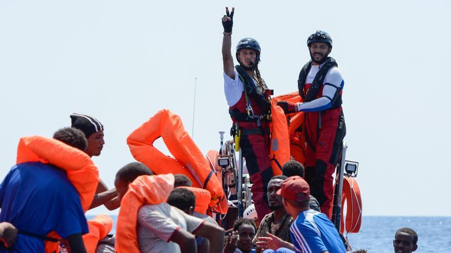 La tripulación del Aquarius durante una de las operaciones de rescate el pasado viernes.