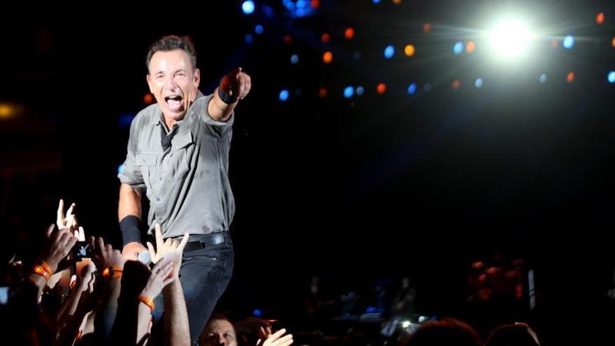 Springsteen llega a Ciudad del Cabo para el primer concierto de su nueva gira