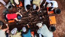 Voluntarios trabajando en la fosa de Barcones (Soria) / Óscar Rodríguez