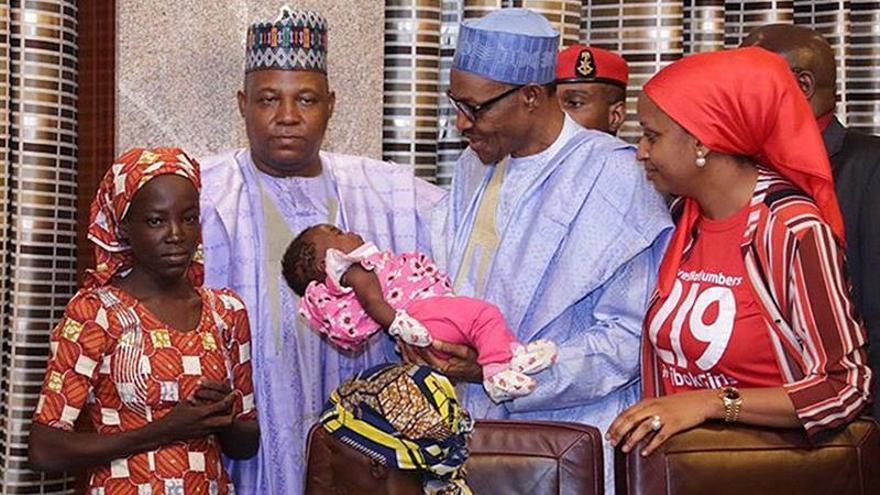 Nigeria dice haber rescatado a 97 mujeres y niñas, una de ellas de Chibok