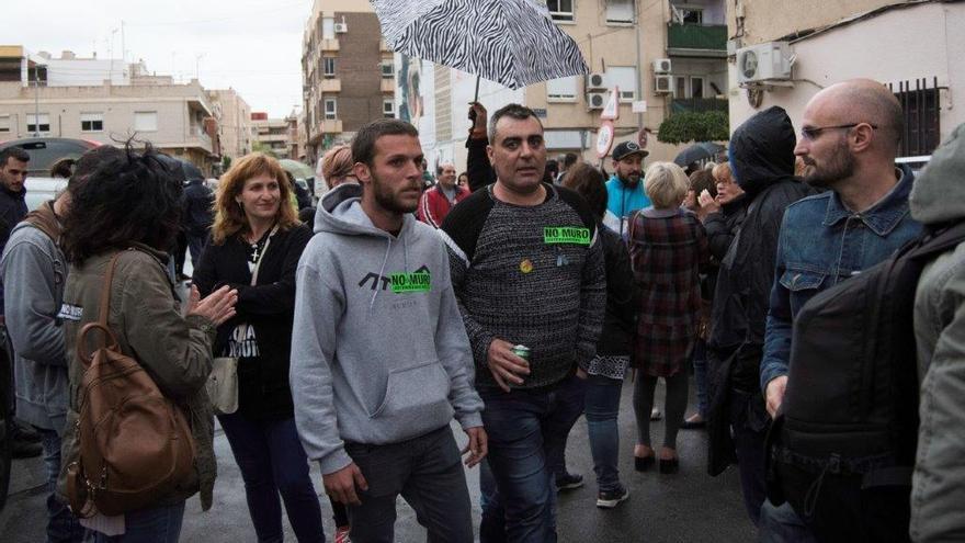 Catalanes siendo recibidos en el acto de bienvenida