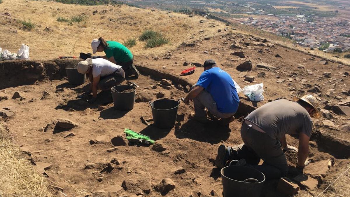 Excavaciones en el yacimiento de Los Yébenes / Fotografías: cedidas