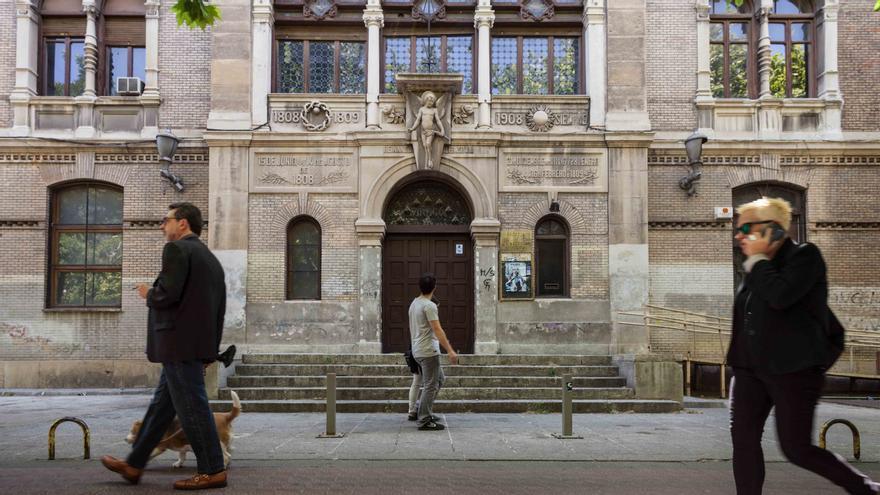 Edificio de la antigua Escuela de  Artes en el centro de Zaragoza. Foto: Juan Manzanara