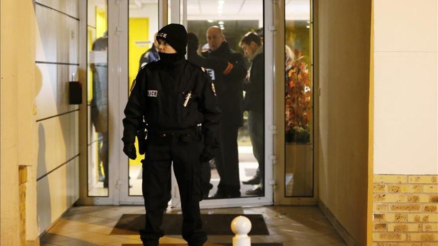 La policía descubre explosivos y armas en un apartamento al norte de París