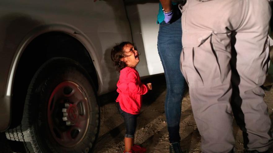 Las imágenes de niños separados de sus padres en EEUU se multiplican