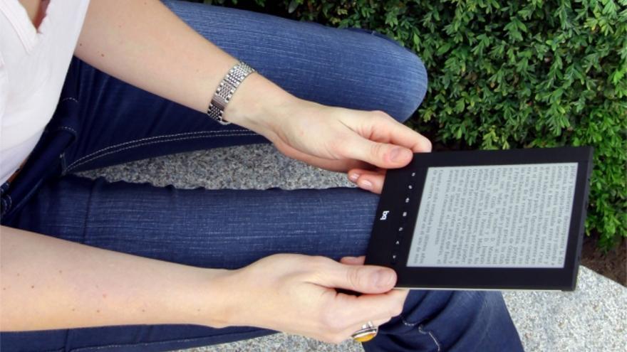 Los precios del libro digital tienen que ajustarse a los que el cliente está acostumbrado en Internet, según Quirós.