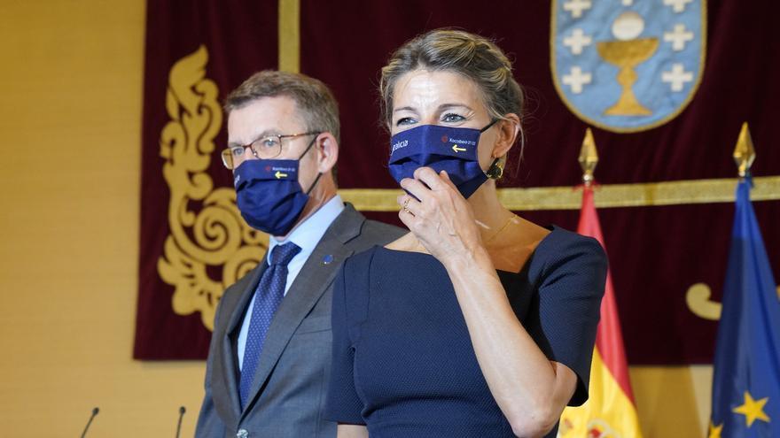 La vicepresidenta segunda del Gobierno y ministra de Trabajo, Yolanda Díaz, junto a El presidente de la Xunta, Alberto Núñez Feijóo.