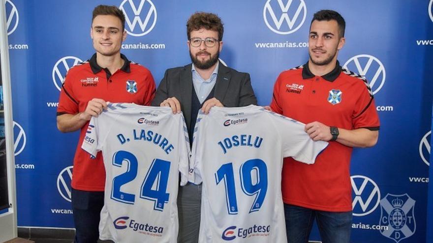 Lasure y Joselu, en su presentación como nuevos jugadores blanquiazules