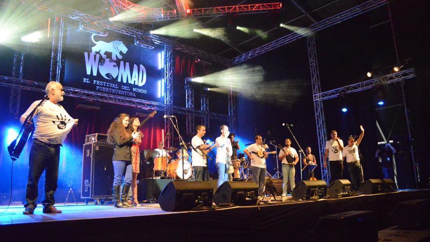 Germán López y sus amigos durante la actuación del sábado en el Womad Fuerteventura 2014   Iago Otero Paz