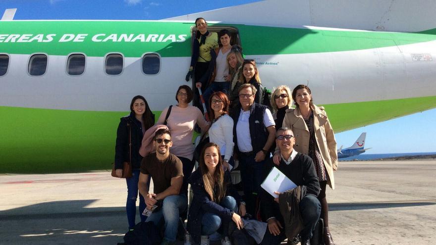 Parte de los pasajeros que tomaron el vuelo de este domingo, a su llegada a Funchal