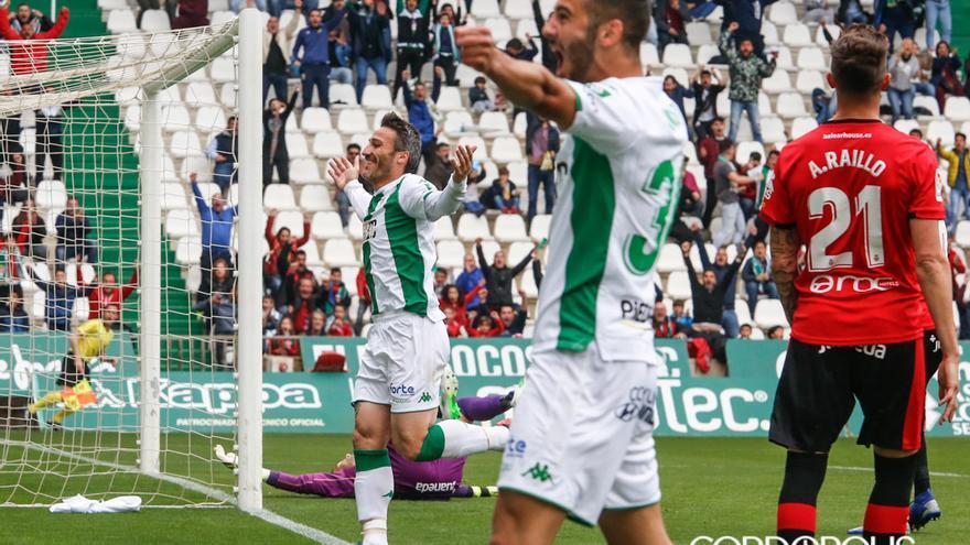 Piovaccari y Andrés celebran el primer gol   ÁLEX GALLEGOS
