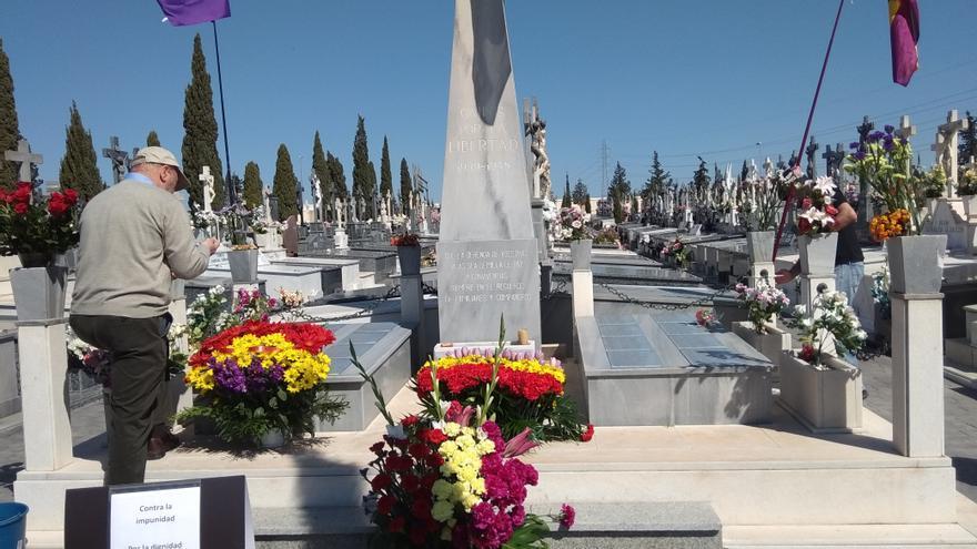 Monumento ubicado sobre la fosa común en la que yacen los restos de los 377 fusilados por el franquismo