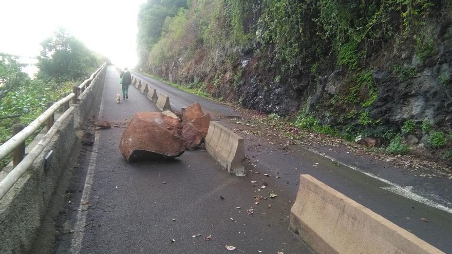 Desprendimiento  en la antigua carretera de Los Tilos, en el municipio de San Andrés y Sauces.