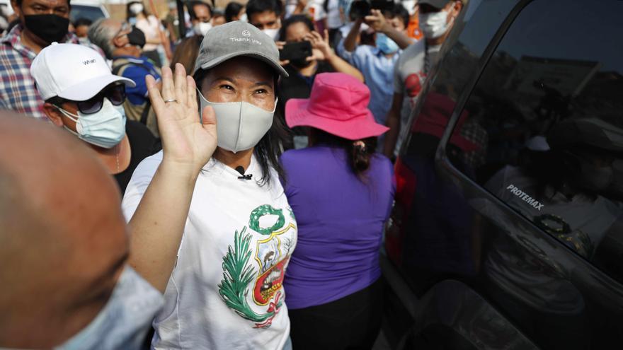 Keiko Fujimori se atora en los sondeos mientras agita fantasmas del comunismo