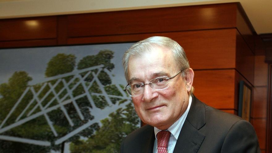 Manuel Azuaga sustituye en la presidencia de Unicaja Banco a Braulio Medel, que renuncia tras 25 años en el cargo