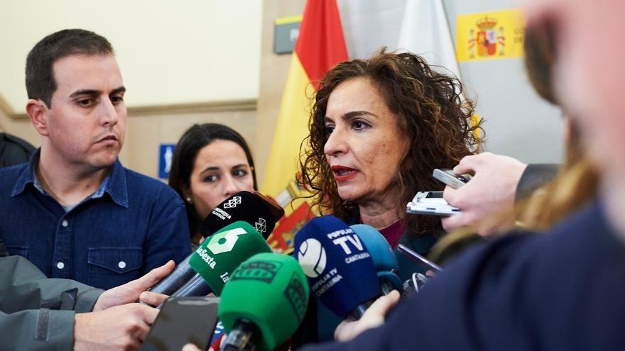 Montero reconoce que Cantabria se desviará del objetivo de déficit por el IVA de 2017, entre otros motivos