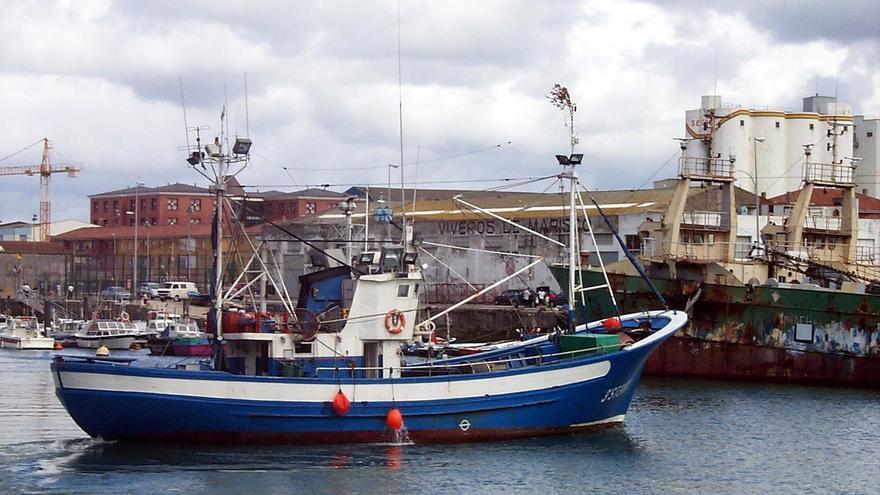 Archivo - Barco pesquero en Cantabria