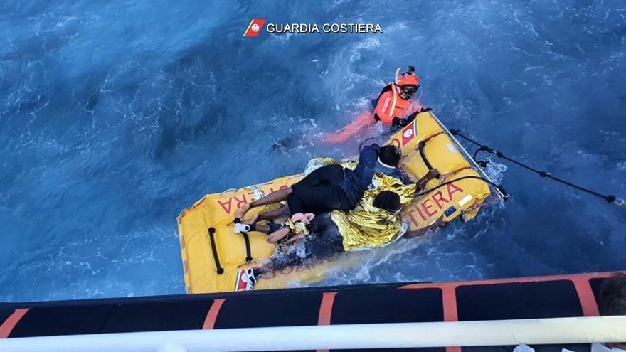 La Guardia Costera italiana rescata a 125 migrantes en Lampedusa