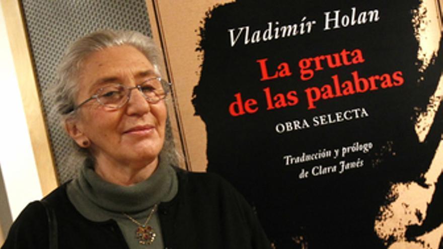 La poeta Clara Janés