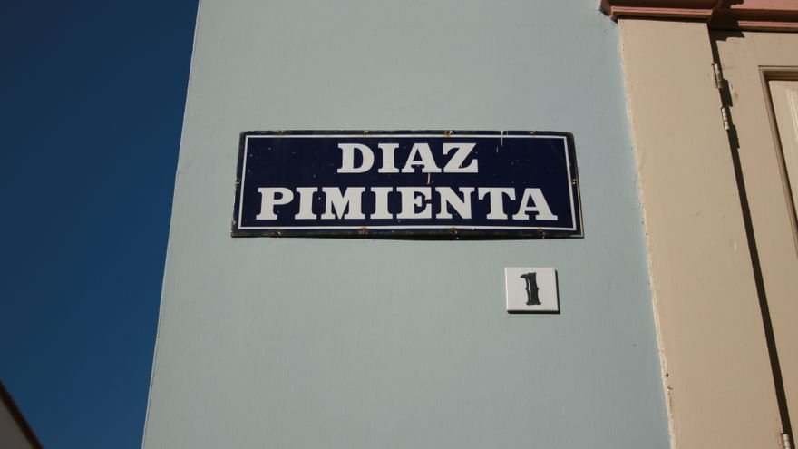 Placa de la calle Díaz Pimienta.