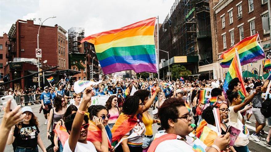 Nueva York celebra su multitudinario desfile del Orgullo LGTB entre la fiesta y la protesta