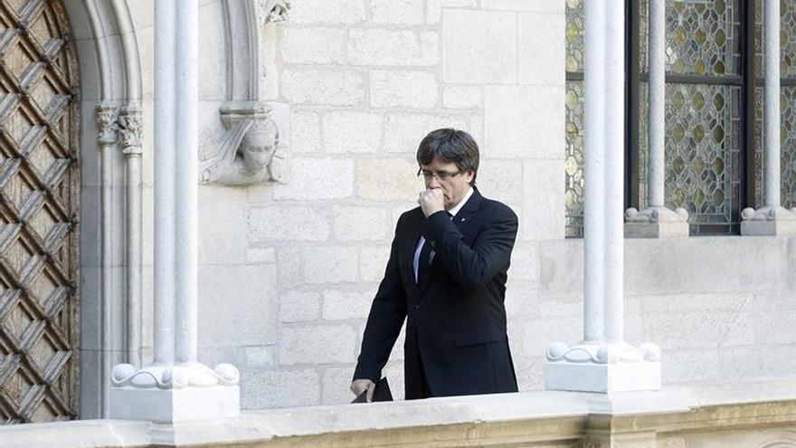 Puigdemont difunde los colegios del 1-O tras las detenciones por el referéndum