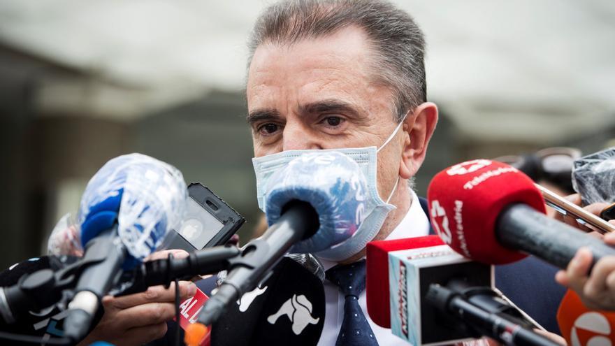 La Asamblea de Madrid reprueba al delegado del Gobierno y pide su cese