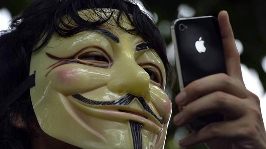 """Cuatro detenidos en Italia en una redada contra los """"hackers"""" Anonymous"""